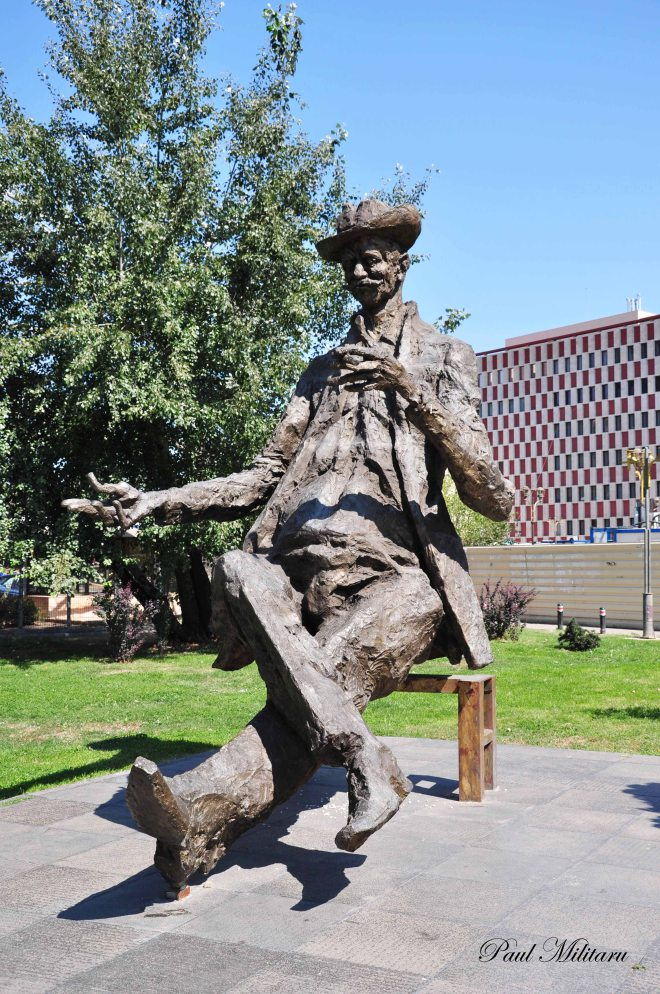 caragiale statue